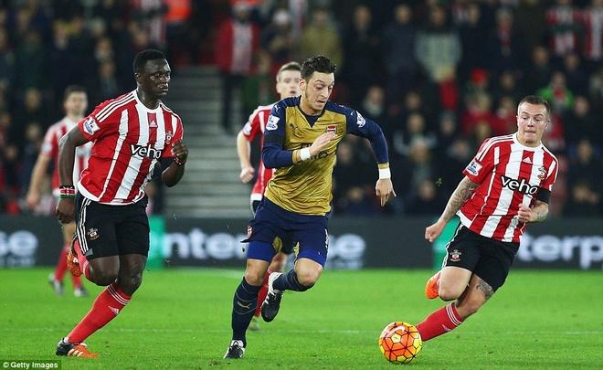 Thua Southampton 0-4, Arsenal lo co hoi len ngoi dau hinh anh 11