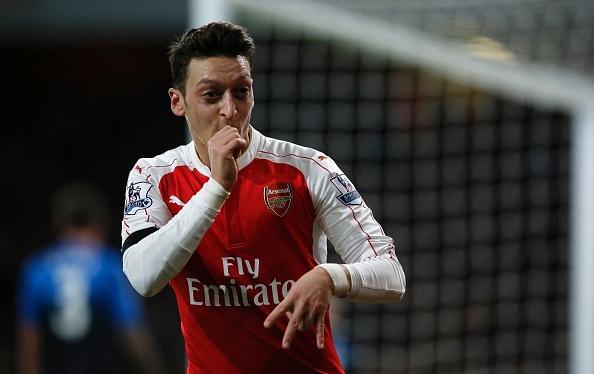 Arsenal 2-0 Bournemouth: Oezil giup Phao thu len ngoi dau hinh anh