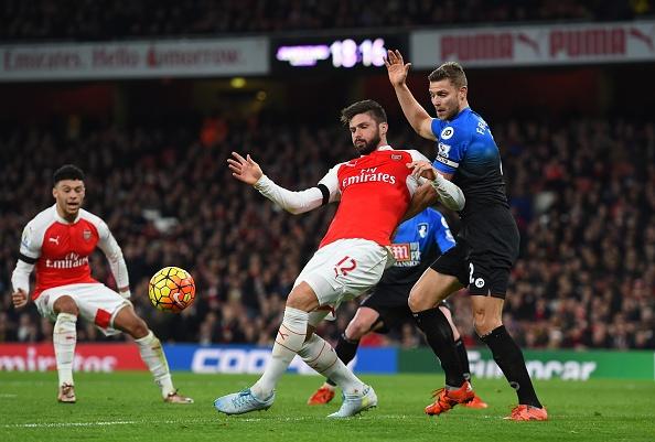 Arsenal 2-0 Bournemouth: Oezil giup Phao thu len ngoi dau hinh anh 18
