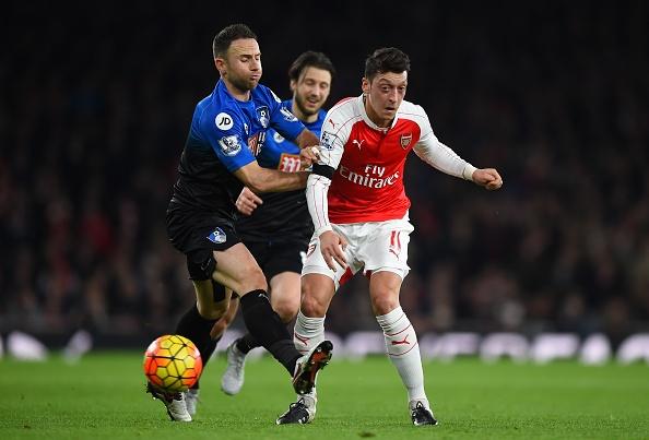 Arsenal 2-0 Bournemouth: Oezil giup Phao thu len ngoi dau hinh anh 19