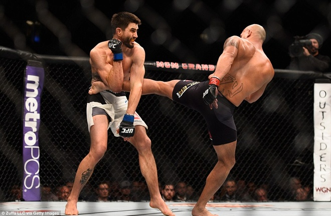 Robbie Lawler gianh chien thang truoc Carlos Condit hinh anh