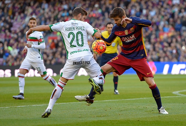 Messi lap hat-trick, Barca lay lai ngoi dau hinh anh 7