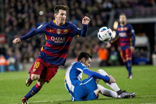Messi lap hat-trick, Barca lay lai ngoi dau hinh anh 2