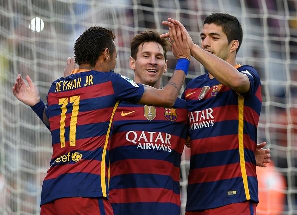 Messi lap hat-trick, Barca lay lai ngoi dau hinh anh 1