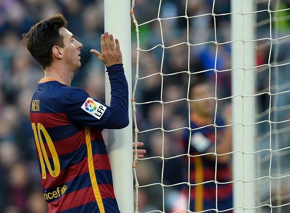 Messi lap hat-trick, Barca lay lai ngoi dau hinh anh 15