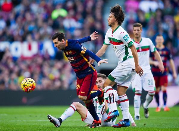 Messi lap hat-trick, Barca lay lai ngoi dau hinh anh 16