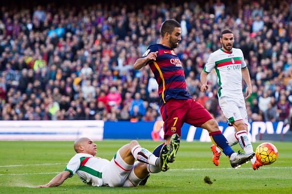 Messi lap hat-trick, Barca lay lai ngoi dau hinh anh 10