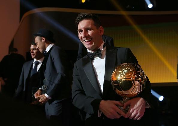 Messi lam ro tuong lai sau khi gianh Qua bong vang hinh anh