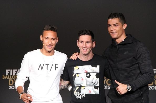Ronaldo hao hung tham du su kien trao Qua bong vang hinh anh 3