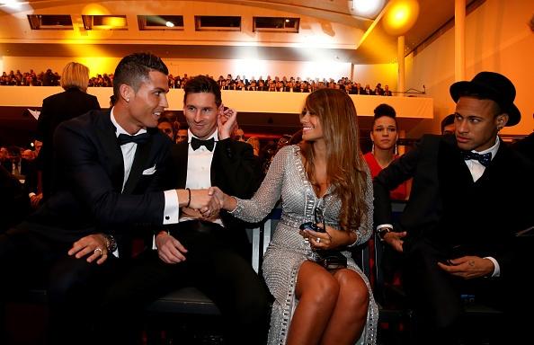 Ronaldo hao hung tham du su kien trao Qua bong vang hinh anh 7