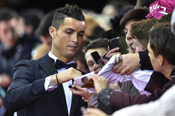 Ronaldo hao hung tham du su kien trao Qua bong vang hinh anh 1