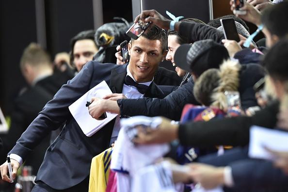 Ronaldo hao hung tham du su kien trao Qua bong vang hinh anh 2