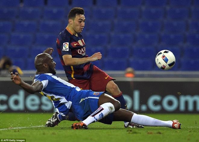 Fan Espanyol dung Shakira de choc tuc Pique hinh anh 2