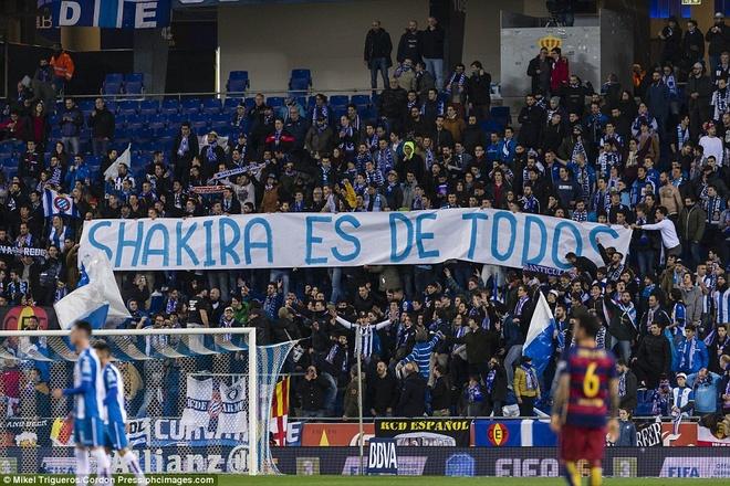 Fan Espanyol dung Shakira de choc tuc Pique hinh anh 1