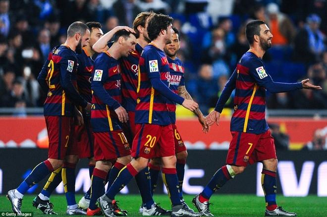 Fan Espanyol dung Shakira de choc tuc Pique hinh anh 5