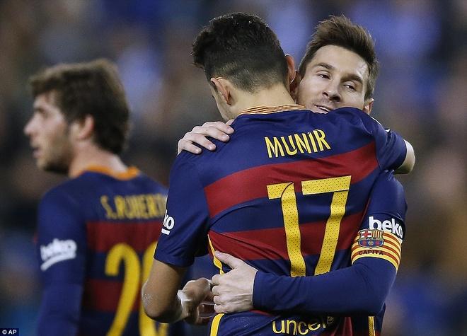 Fan Espanyol dung Shakira de choc tuc Pique hinh anh 6