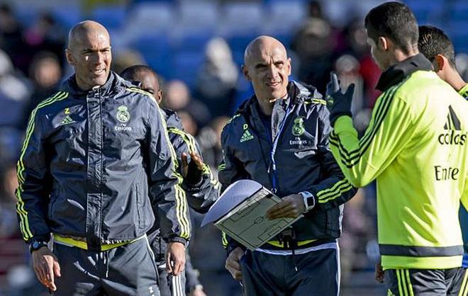 Zidane day Ronaldo cach sut phat hinh anh 1