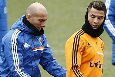 Zidane day Ronaldo cach sut phat hinh anh