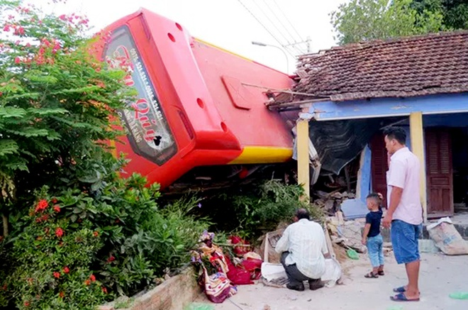 Tai xe xe khach tong sap nha dan nhieu lan buon ngu hinh anh 1