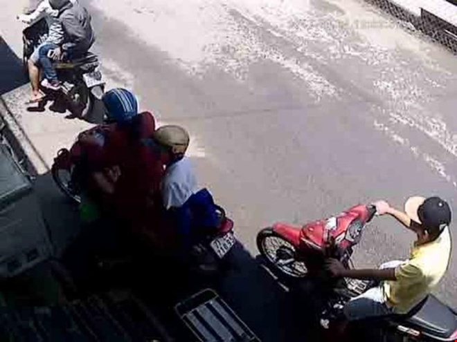 Cuop giat dien thoai anh 1
