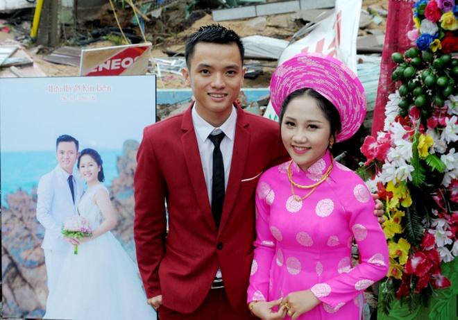 Dam cuoi trong nha sap mua lu Phu Yen anh 2