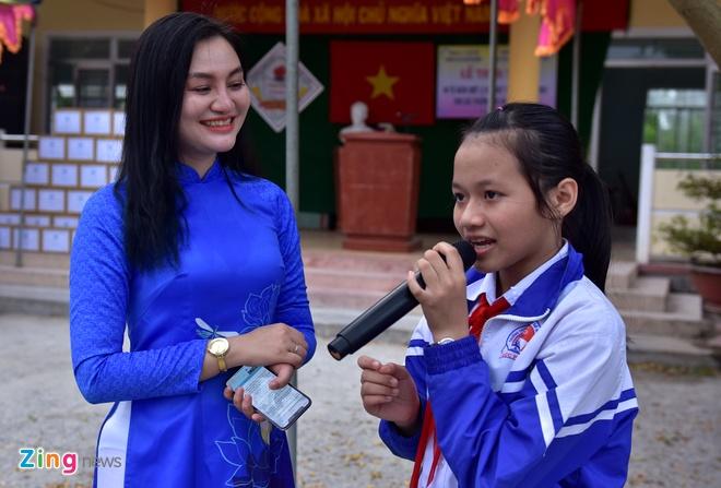 Hoa hau Ngoc Han tang sach anh 10