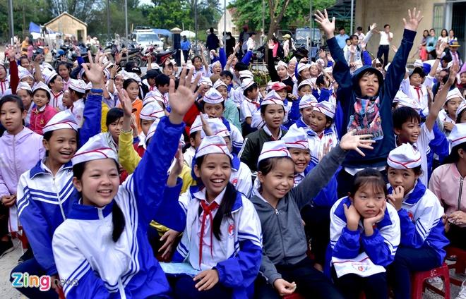 Hoa hau Ngoc Han tang sach anh 11