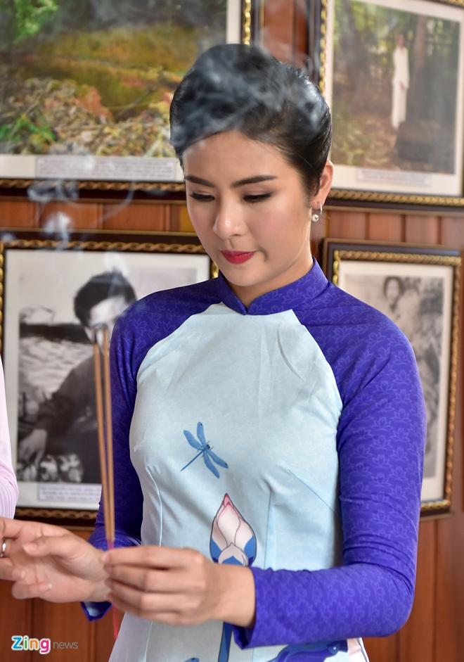 Hoa hau Ngoc Han tang sach anh 13
