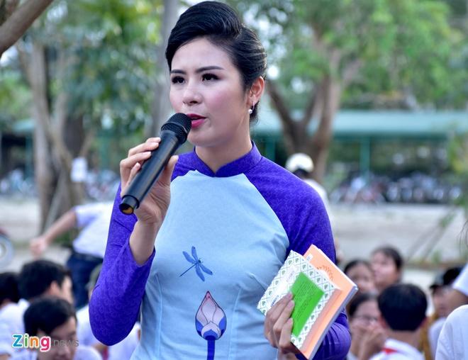 Hoa hau Ngoc Han tang sach anh 1