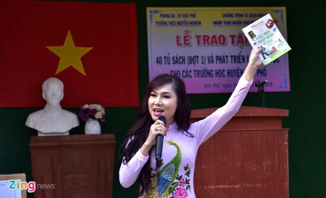 Hoa hau Ngoc Han tang sach anh 8