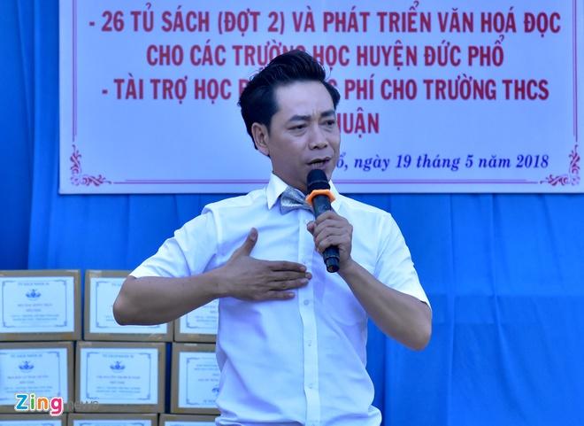 Minh Thu giao luu am nhac, tang sach cho hoc sinh Quang Ngai hinh anh 5