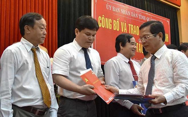 Quang Ngai luan chuyen, bo nhiem hang loat can bo hinh anh
