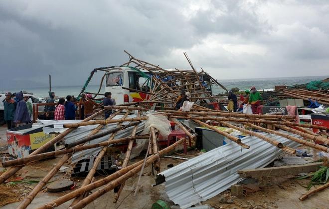 Lốc xoáy ở danh thắng Gành Đá Đĩa, 27 người bị thương  – Thời sự