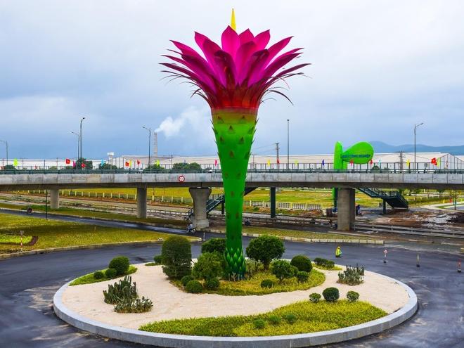 Cau vuot mang bieu tuong hoa xuong rong o Khu kinh te Chu Lai hinh anh