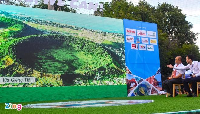 Nguoi ham mo vay quanh HLV Park Hang-seo o Quang Ngai hinh anh 9