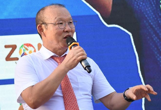 HLV Park Hang-seo khoi day dam me bong da cho gioi tre Quang Ngai hinh anh