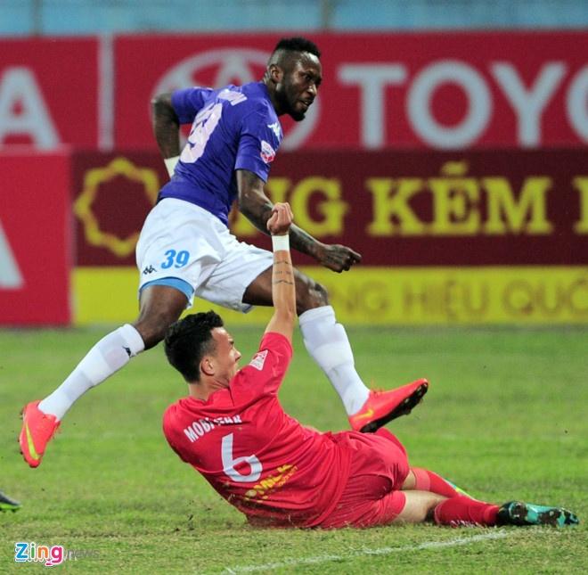 Doi bong bau Hien thue san My Dinh da luot ve V.League 2017 hinh anh 1