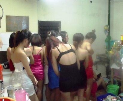 Duong day mai dam cao cap nup bong spa o Sai Gon hinh anh 2 Tiệm spa có hơn chục nữ tiếp viên sẵn sàng phục vụ khách ngay tại chỗ. Ảnh: Vietnamnet.