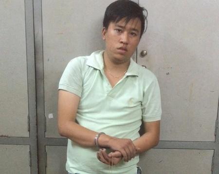 Ten cuop o Sai Gon bi si quan khong quan danh ngat xiu hinh anh 2 Nghi can 19 tuổi giật dây chuyền bị công an bắt giữ. Ảnh: Khánh Trung.