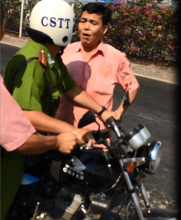 Canh sat no 3 phat sung tran ap tai xe xe khach hinh anh 2