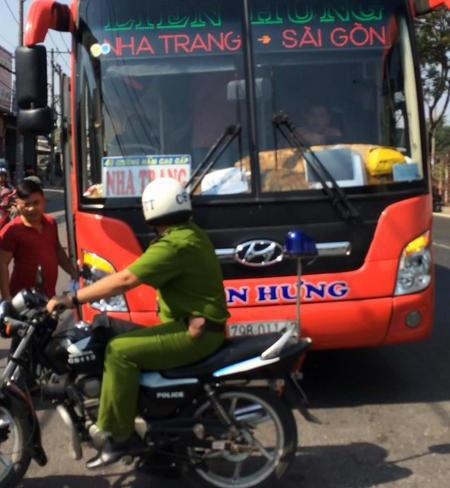 Canh sat no 3 phat sung tran ap tai xe xe khach hinh anh 1
