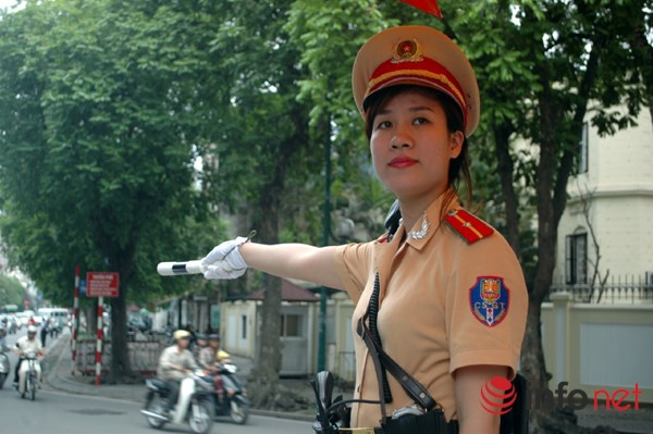 Phat hanh chinh nguoi di bo sai luat co kha thi? hinh anh 1