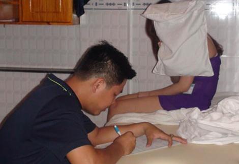 Hang chuc nhan vien massage kich duc cho khach hinh anh