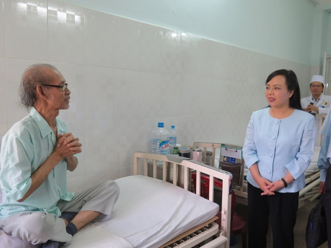 Bo truong Y te Nguyen Thi Kim Tien: 'Toi rat thich cham cuu' hinh anh 1