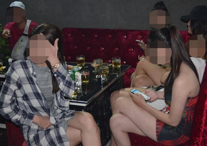 Sung dien, chat nghi ma tuy trong quan bar o Sai Gon hinh anh