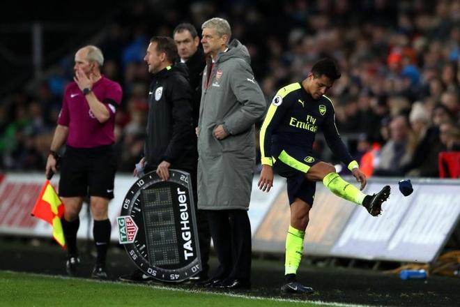 HLV Wenger khang dinh Sanchez khong ham tien nhu Costa hinh anh 1
