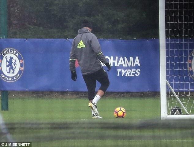 HLV Wenger khang dinh Sanchez khong ham tien nhu Costa hinh anh 2