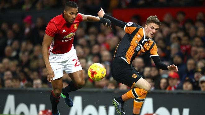 Man Utd kich hoat dieu khoan giu chan Valencia hinh anh