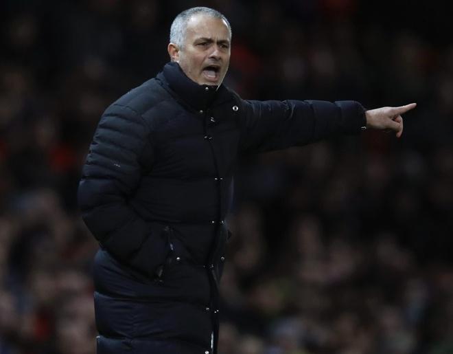 Man Utd giu chan Mourinho den 2022 hinh anh 1