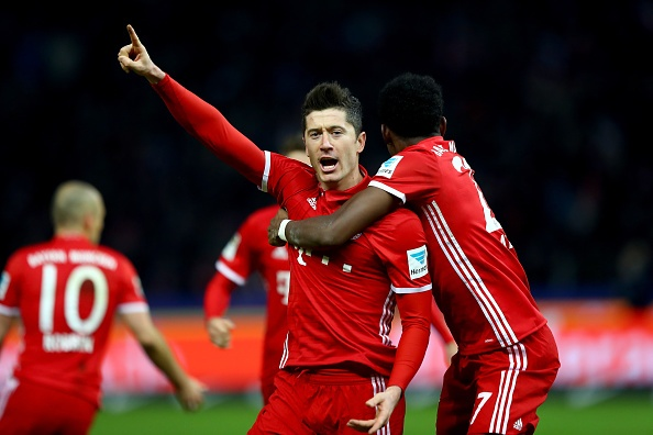 Lewandowski ghi ten vao lich su Bundesliga hinh anh 1